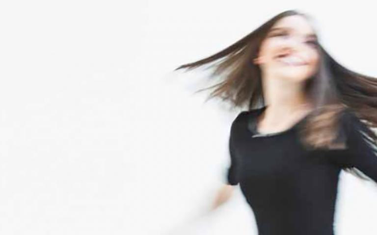 Mit Hilfe von Heilpflanzen, Phytohormonen, einem ganzheitlichen Haarausfallkonzept sowie der richtigen Ernährung kann hormonell bedingter Haarausfall günstig beeinflusst werden.